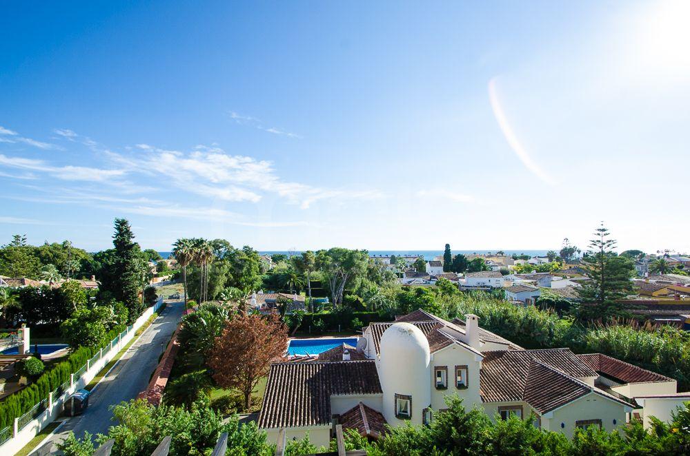 Atico Duplex en venta en El Paraiso, Estepona
