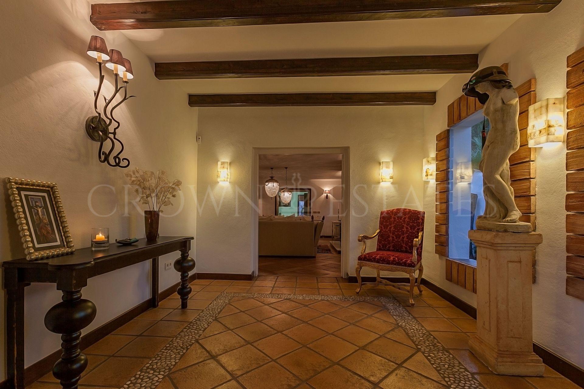 Villa for sale in Cortijo Blanco, San Pedro de Alcantara