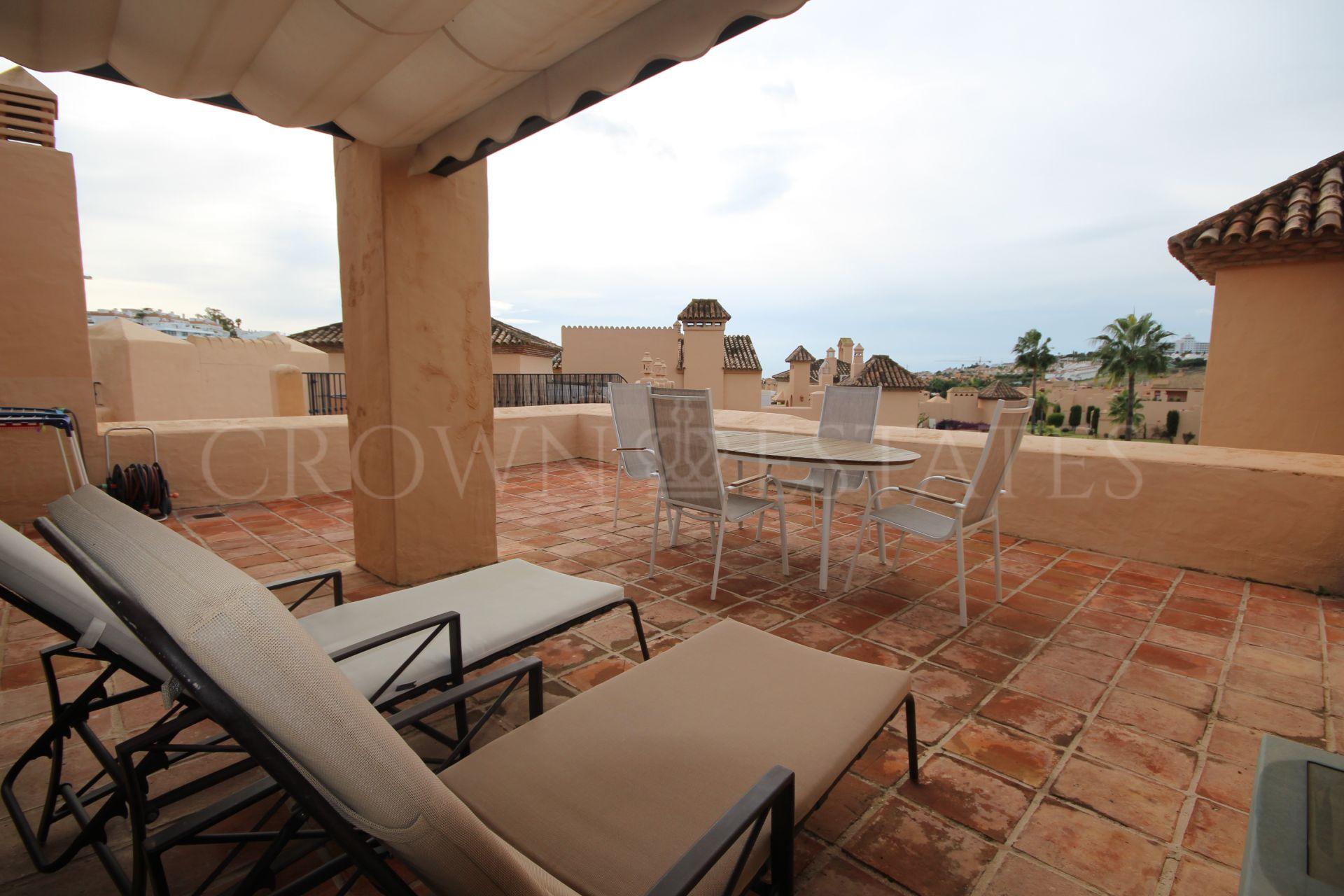 Spacious penthouse in Atalaya,Estepona