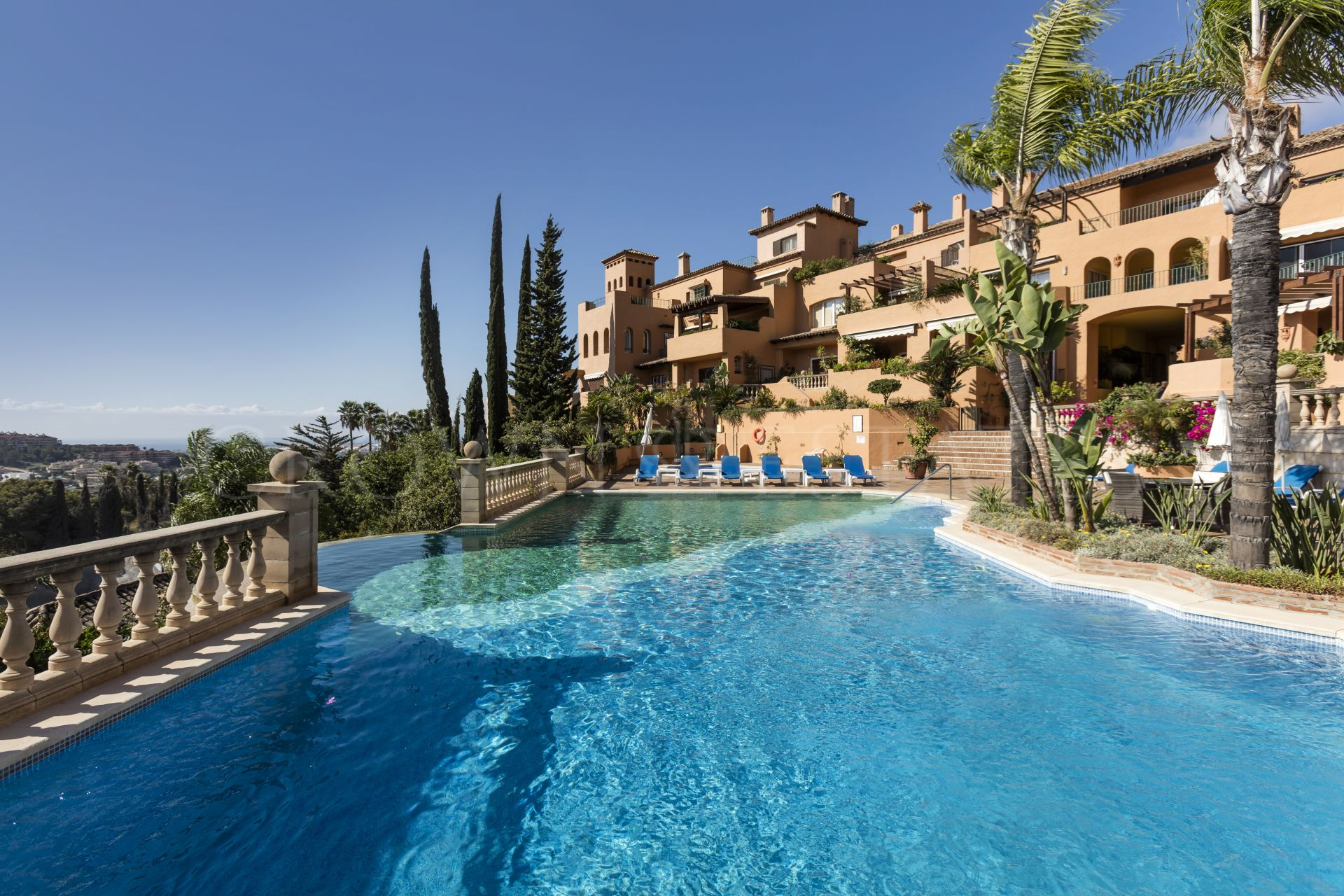 An elegant home with the best views in Nueva Andalucia!