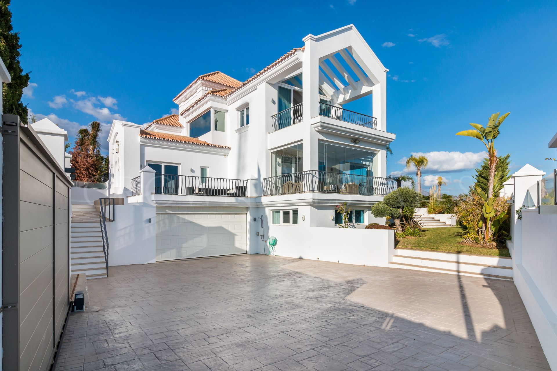 Villa for sale in Los Flamingos, Benahavis