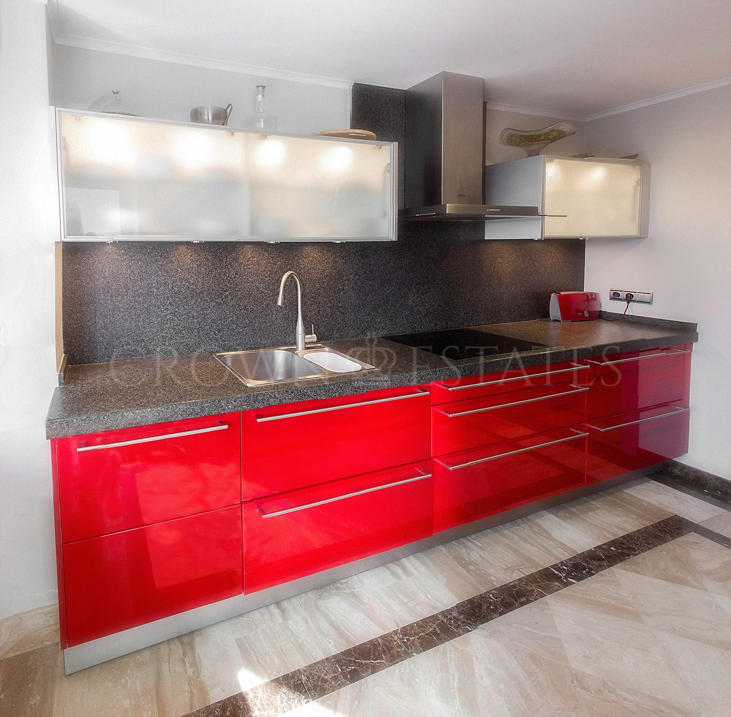 Luxury two bedroom apartment situated in gated urbanization near Puerto Banus