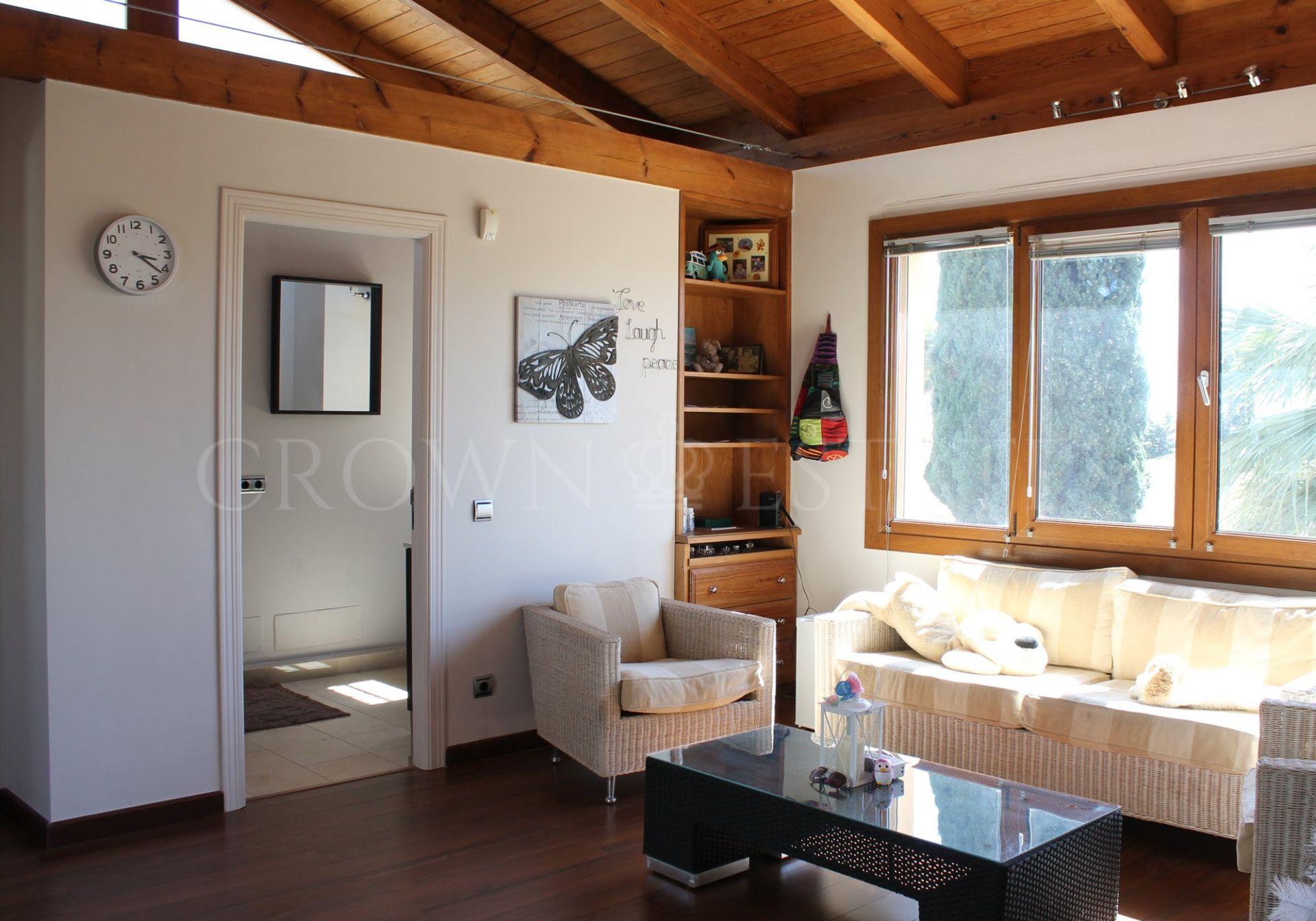 Villa for sale in El Saladillo, Estepona