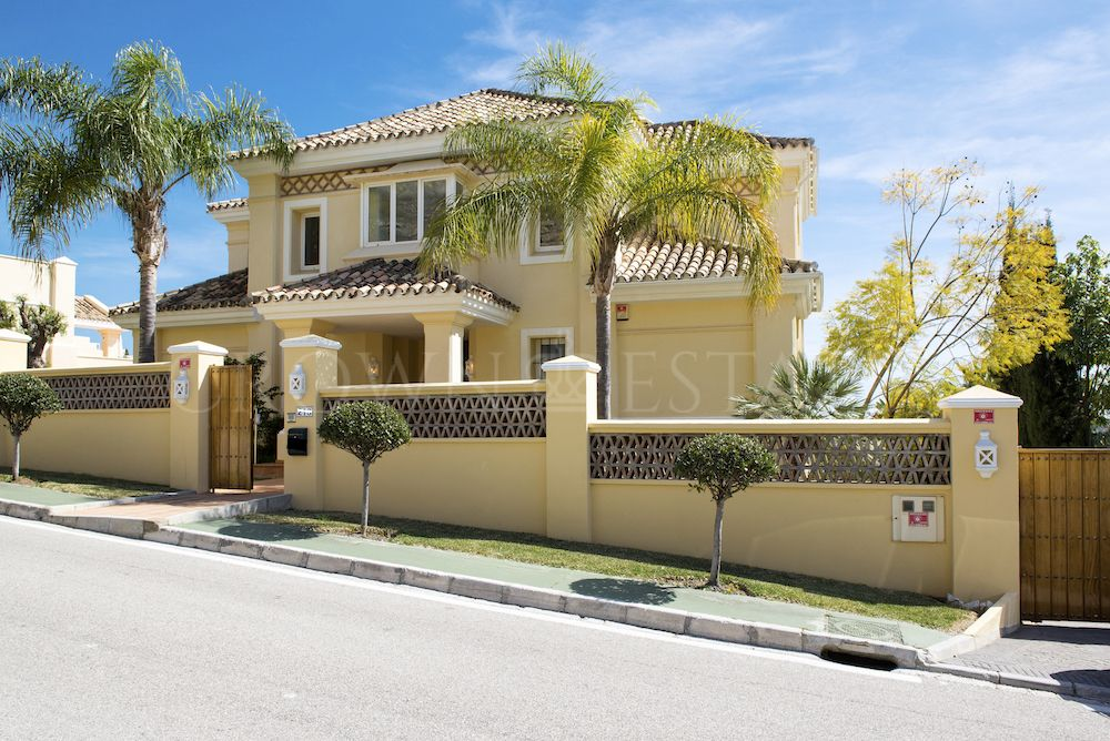Villa for sale in La Quinta Golf, Benahavis
