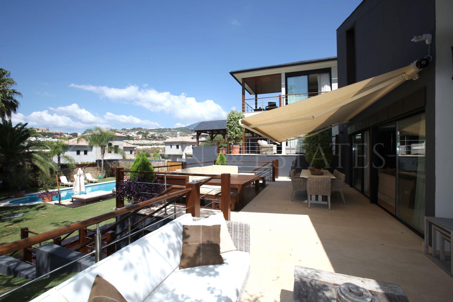 Modern 6 bedroom villa in Nueva Andalucia