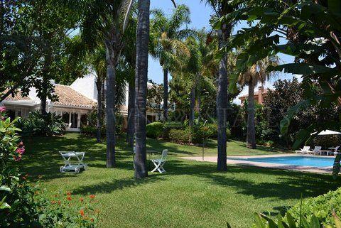BEAUTIFUL VILLA front line golf RIO REAL , VIEWS SEA