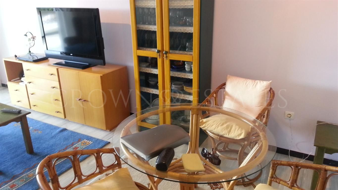 FANTASTIC LOCATION! Immaculate and well-sized 1 bedroom apartment on the 4th floor in Medina Gardens