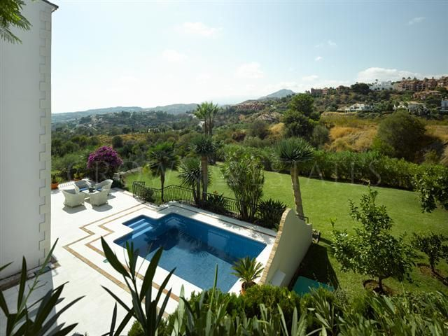 BEUTIFUL DESIGNER'S VILLA IN THE SOUGHT-AFTER EL HERROJO ALTO DE LA QUINTA