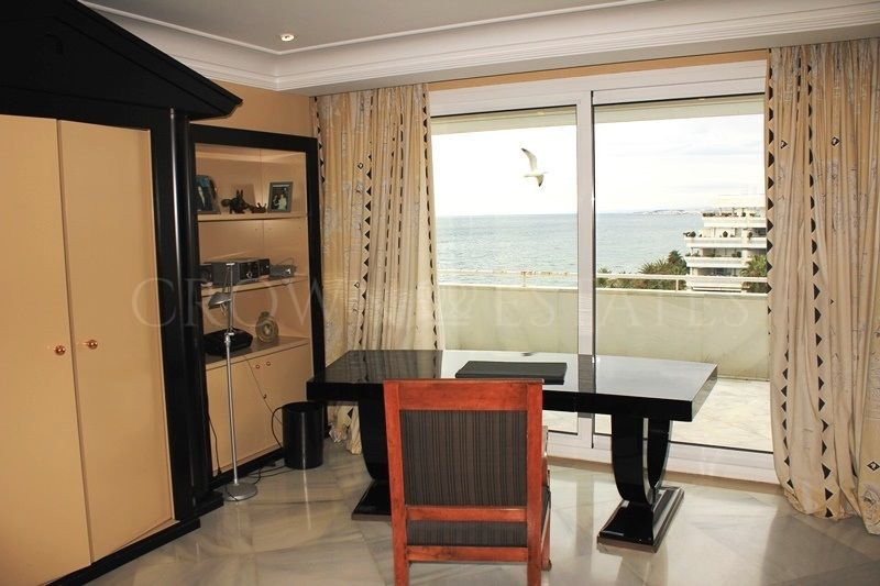 Spacious apartment with wonderful sea views situated in Marbella