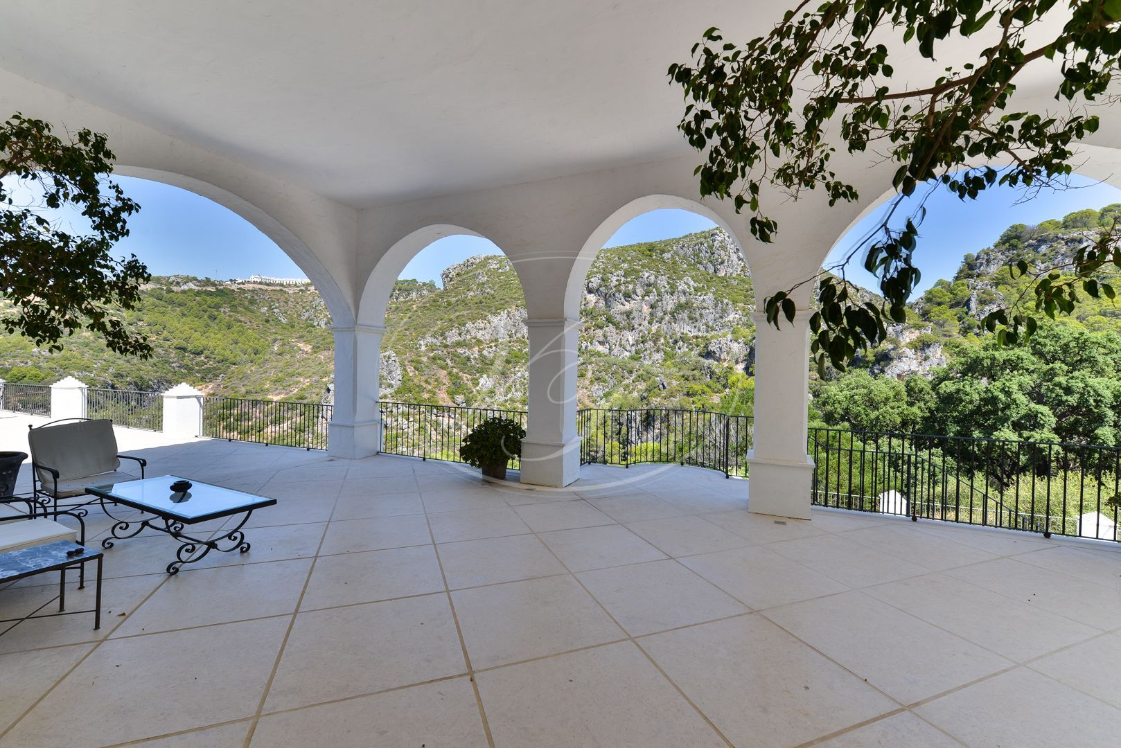Estate for sale in Casares