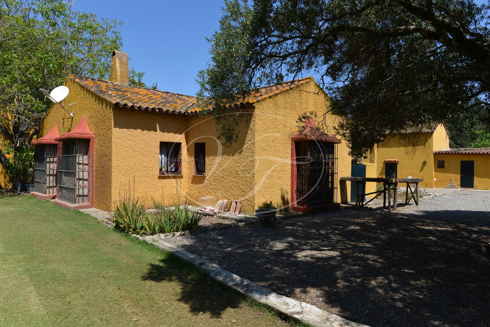 Estate for sale in Jimena de La Frontera