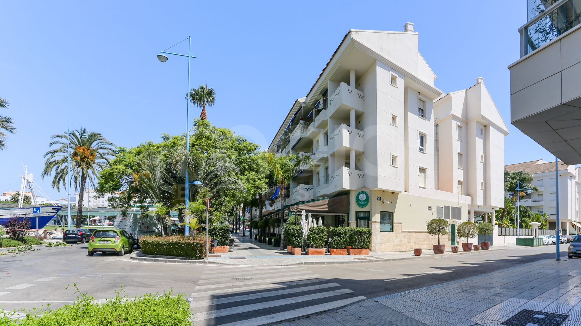 Beachside Duplex Penthouse centrally located in San Pedro next to the Boulevard - within walking distance to the beach and the charming old town.