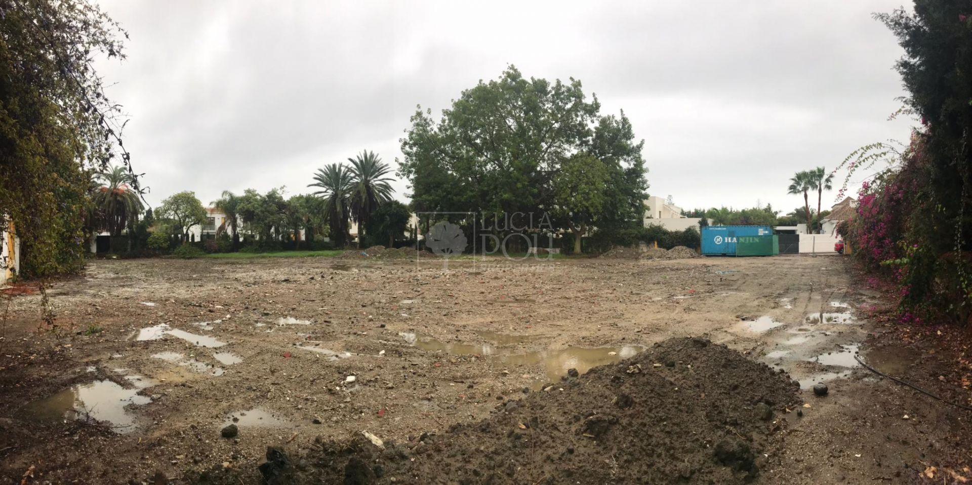 Parcela  en Beach Side New Golden Mile, Estepona