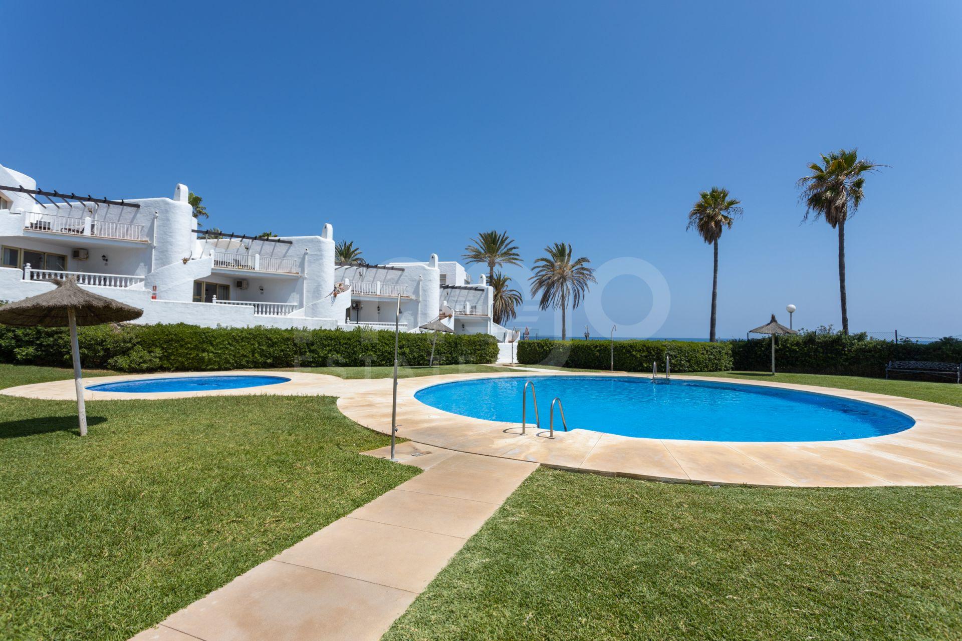 Bel appartement de 2 chambres situé dans le complexe de première ligne de plage à Calahonda!