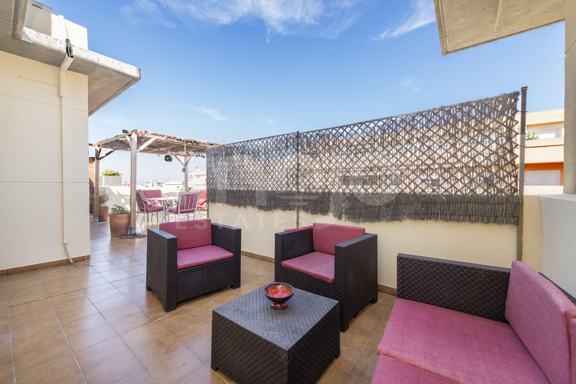 Un magnifique penthouse situé à Las Lagunas, Mijas Costa!