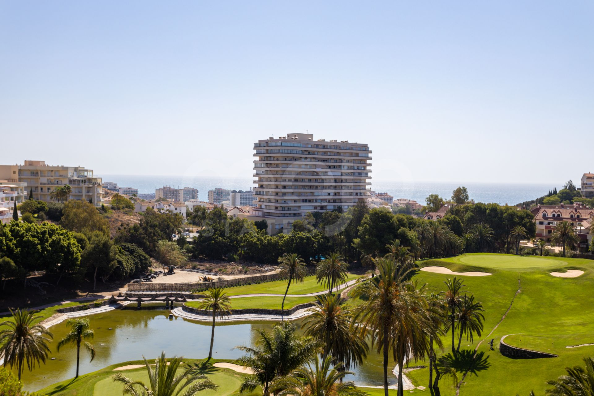 A large and bright townhouse located in Torrequebrada, Benalmadena!