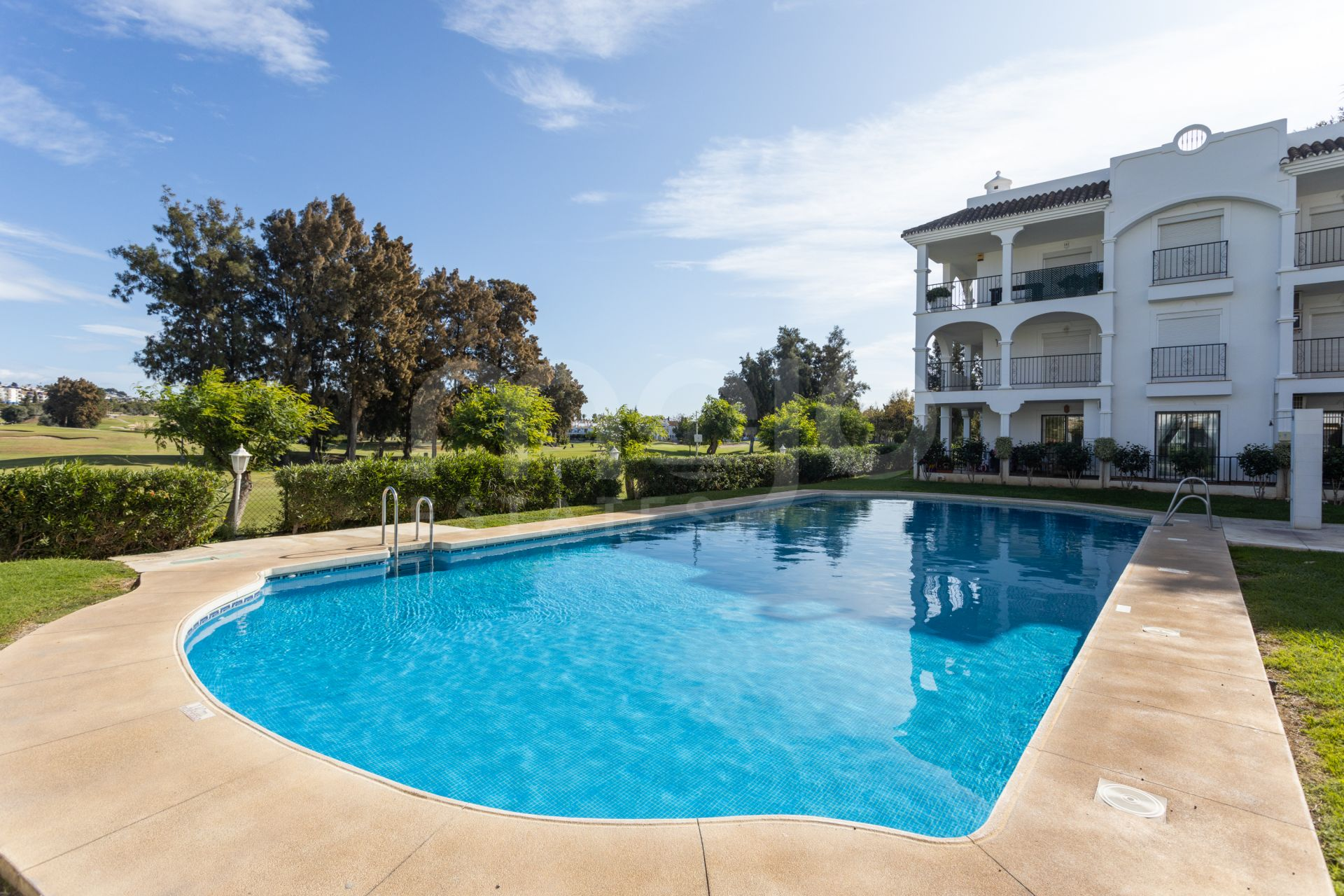 Front line golf apartment located in a beautiful gated community in Mijas Golf!