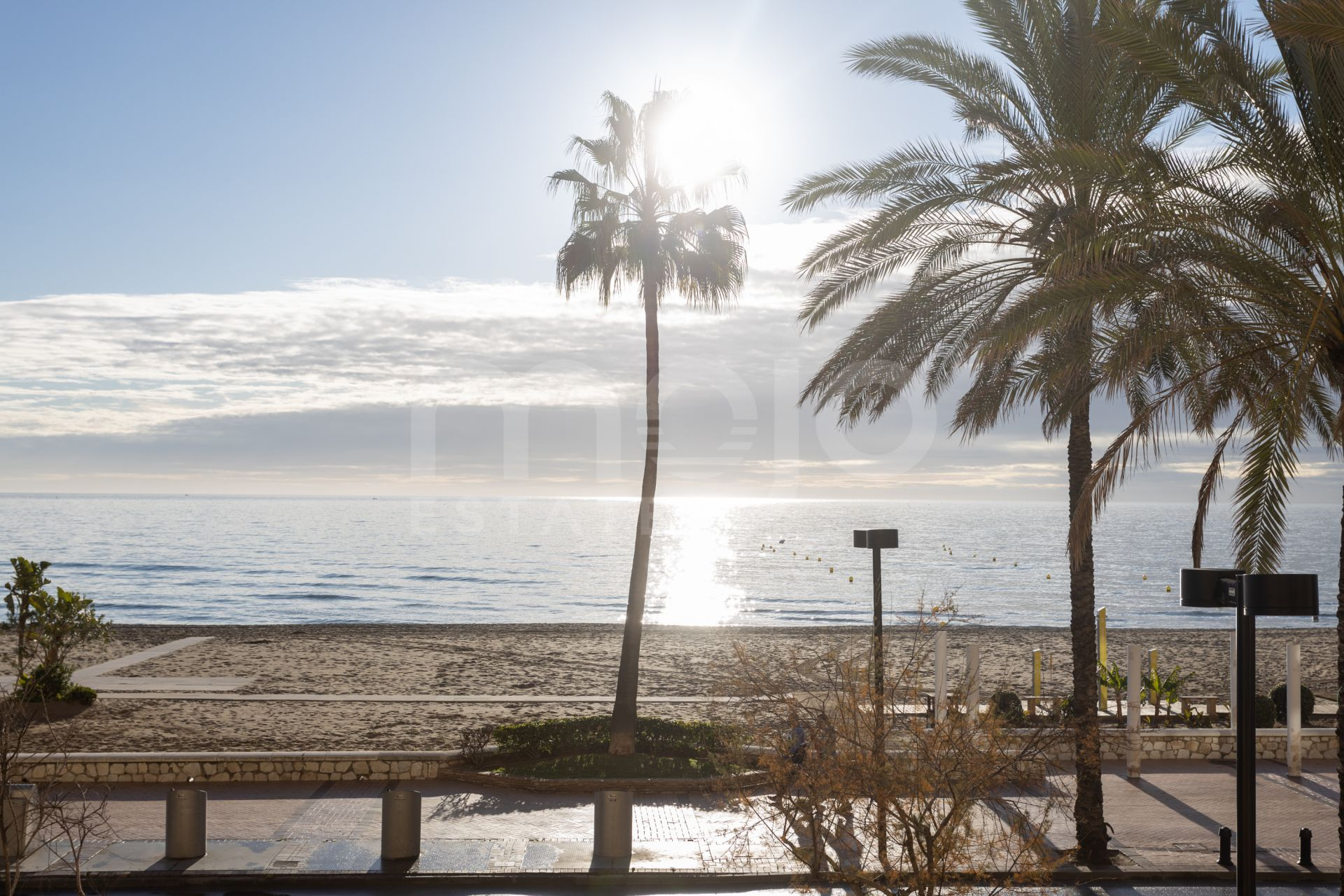 Front line beach apartment located within an excellent gated community in Torreblanca area, Fuengirola!