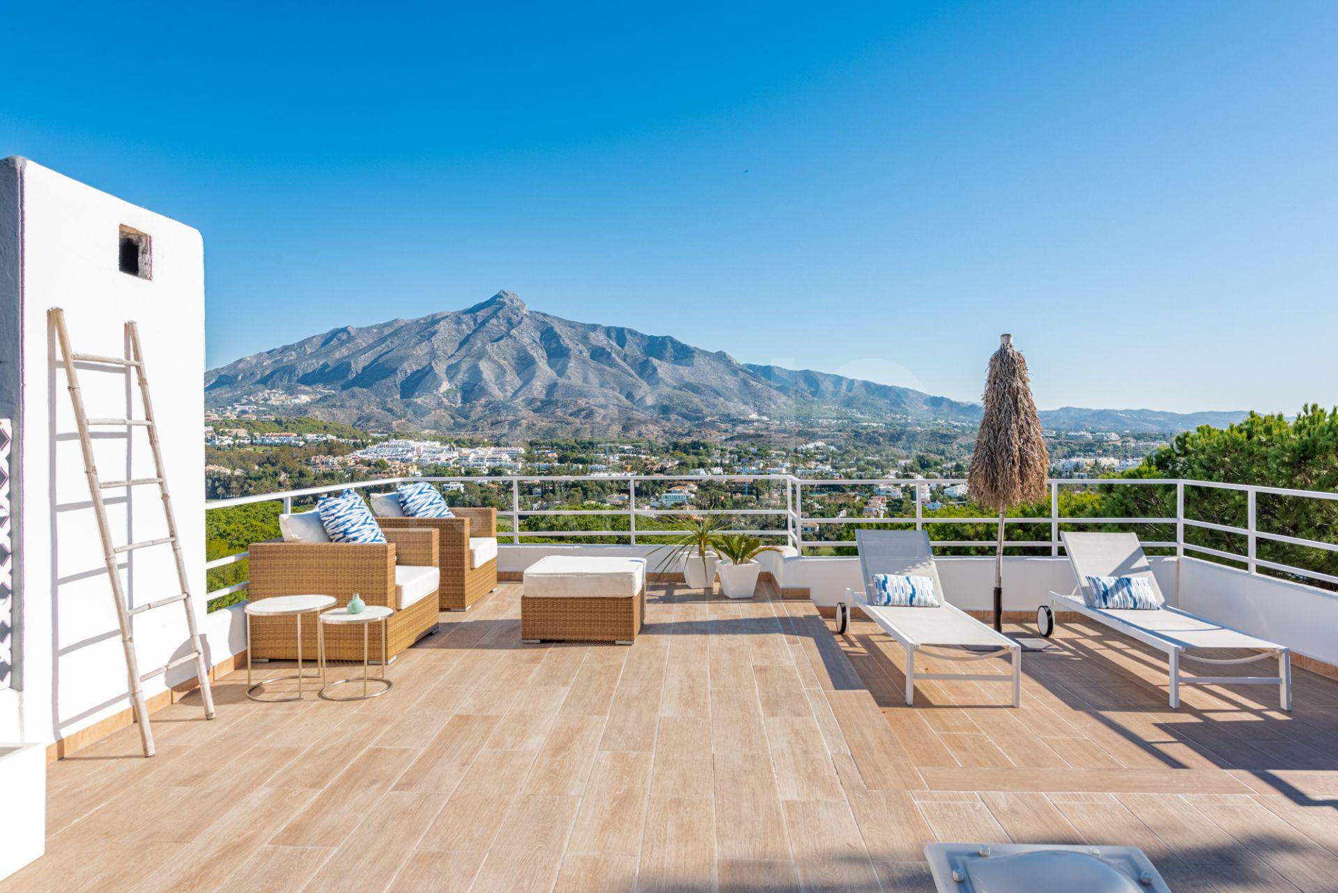 Fantastisk duplex takvåning i Las Brisas, Nueva Andalucia.