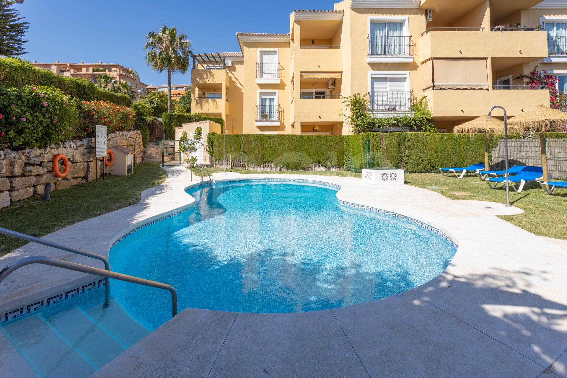 Beautiful and very well maintained apartment located in Riviera del Sol, Mijas Costa.