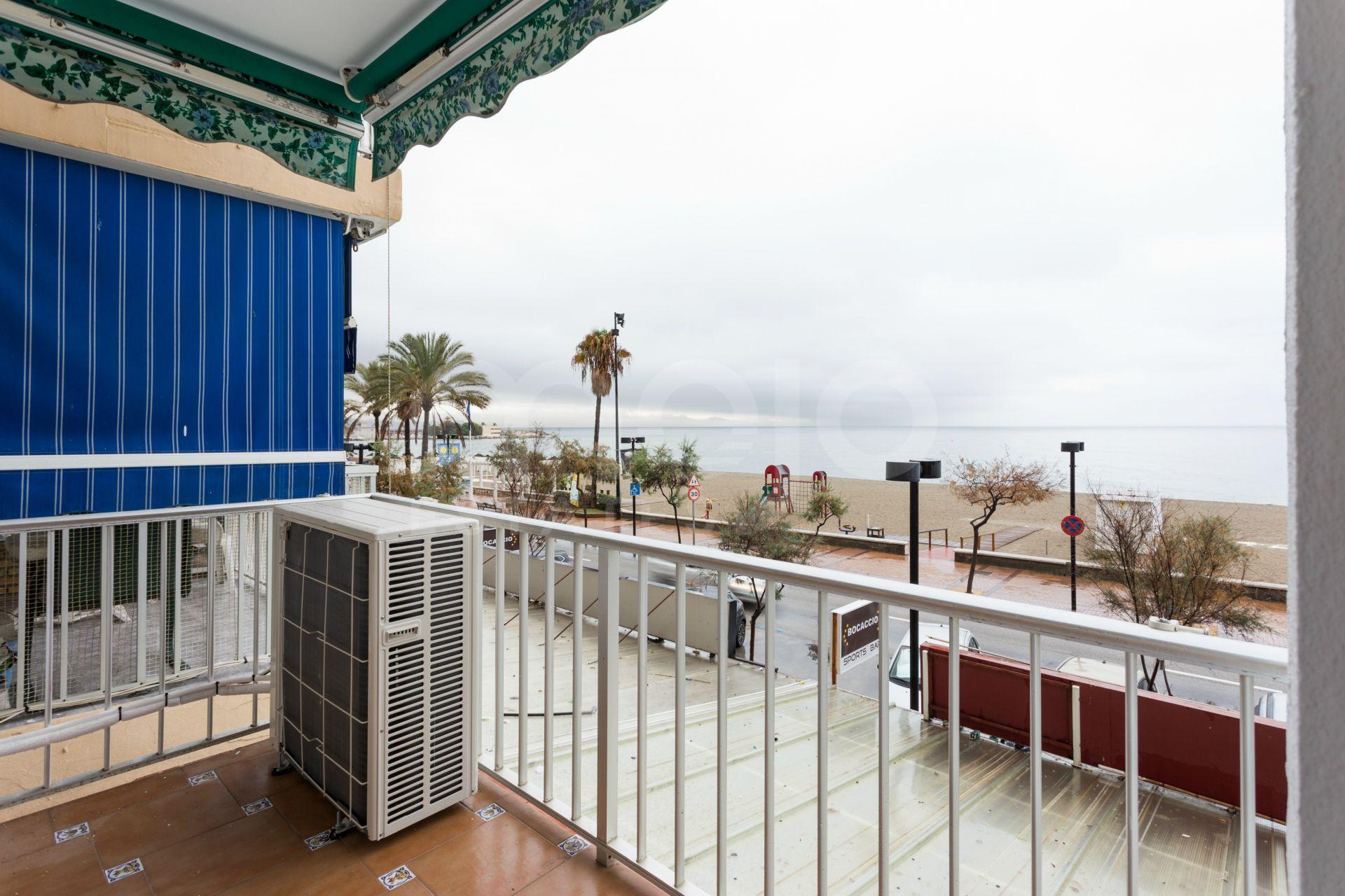 Tre sovrums lägenhet på strandpromenaden i Fuengirola.