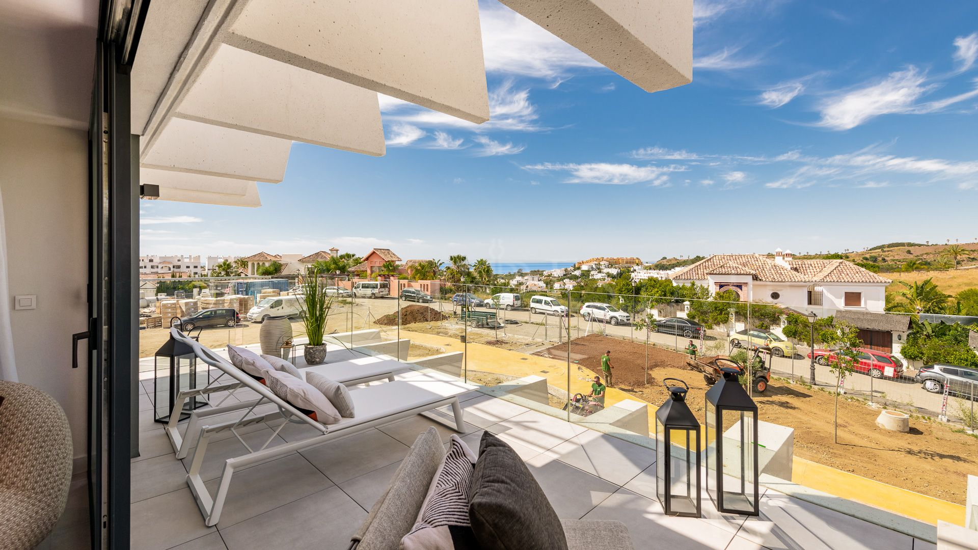 127 exclusive homes specially designed for enjoying the Mediterraneanlifestyle. It's exceptionally located halfway between Estepona and Marbella.