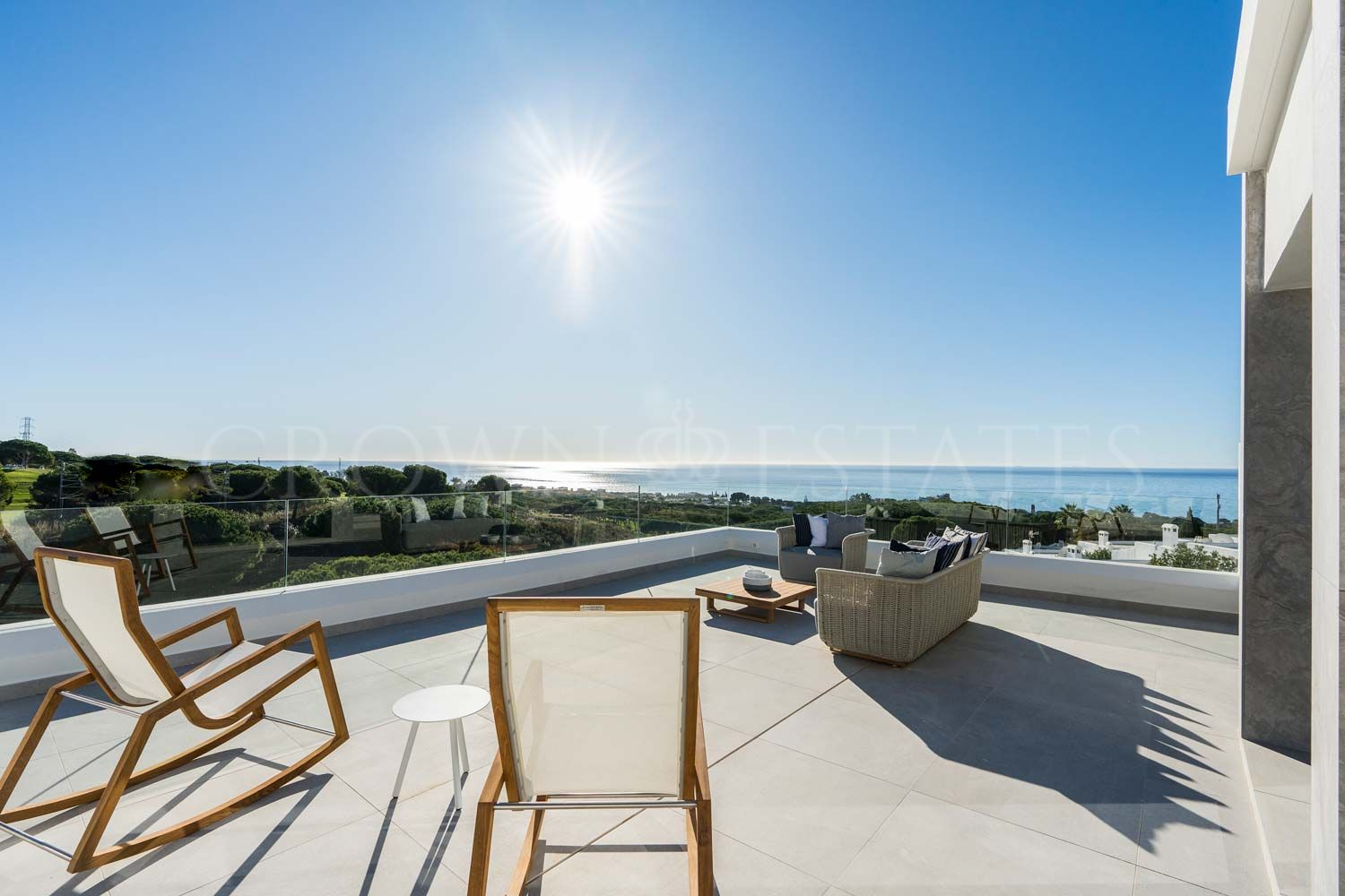 25 dwellings with views of the Mediterranean sea. You will experience allkinds of comforts and a truly exclusive lifestyle in the natural environmentsof your dreams
