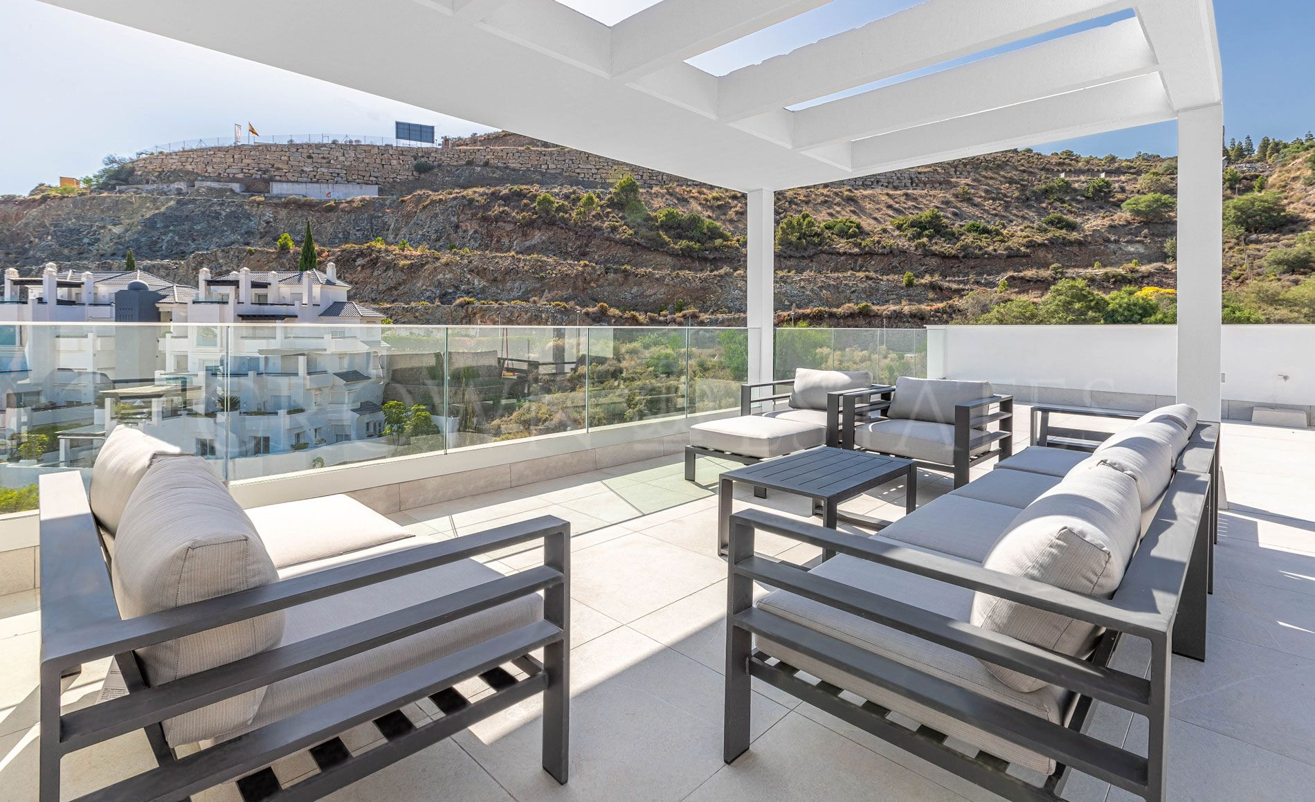Alborada offers homes with a modern, attractive design and attention todetail, in a promotion perfectly integrated with the nature of its beautifulsurroundings.
