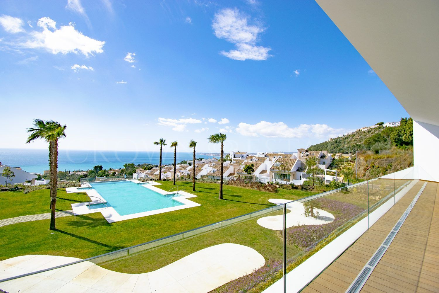 36 exclusive villas in the heart of Benalmadena, within the natural park ofTorremuelle and privileged views to the Mediterranean Sea and its coast.
