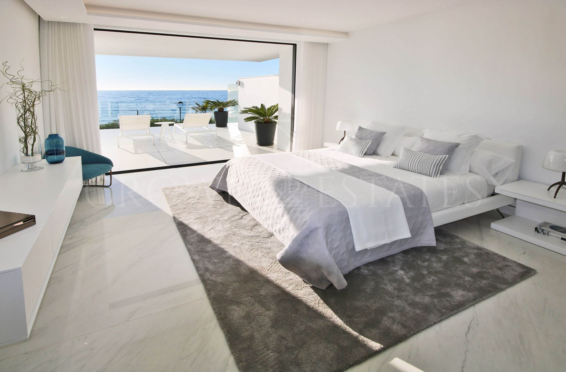 Emare, 28 impressive luxury apartments front line beach in the New Golden Mile