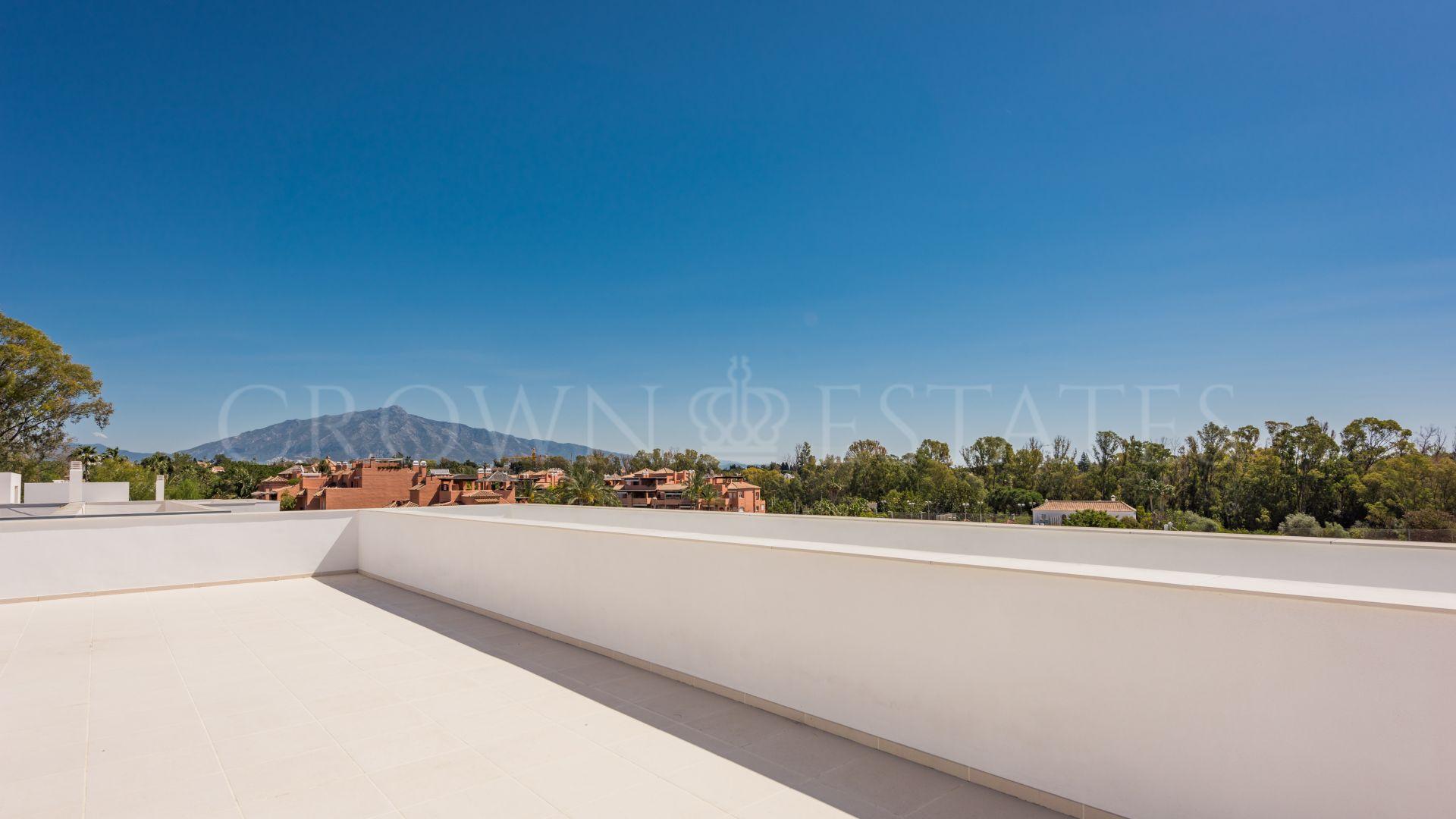 Loma de Casasola, 6 luxury villas very close to the sea and the golf course just by Guadalmina Baja area.