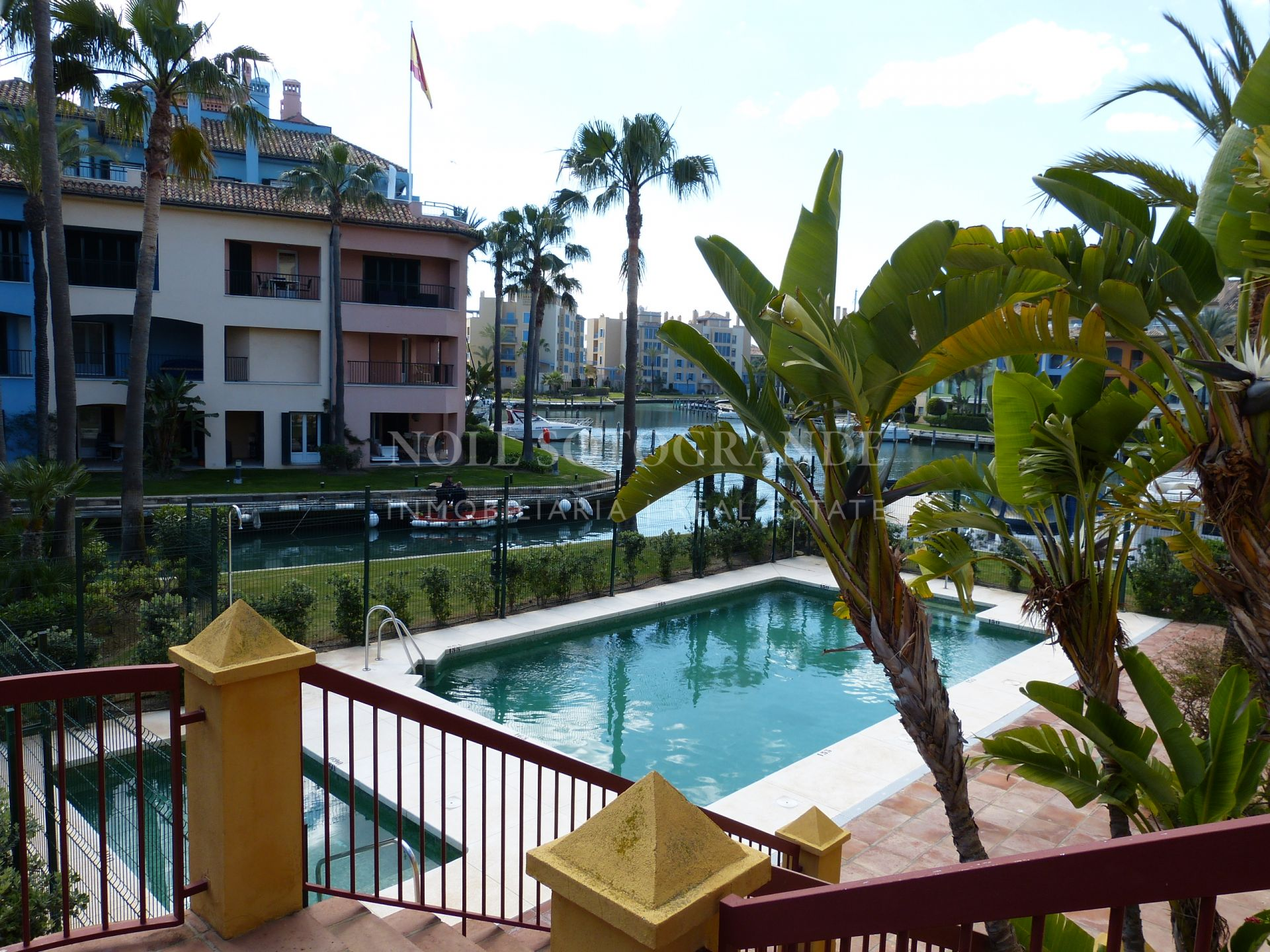 Apartment Sotogrande Marina for sale steps from the beach
