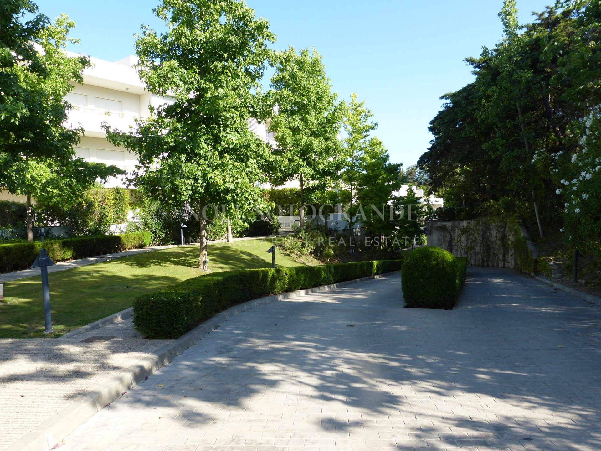 Large elegant apartment for sale in Polo Gardens, Sotogrande