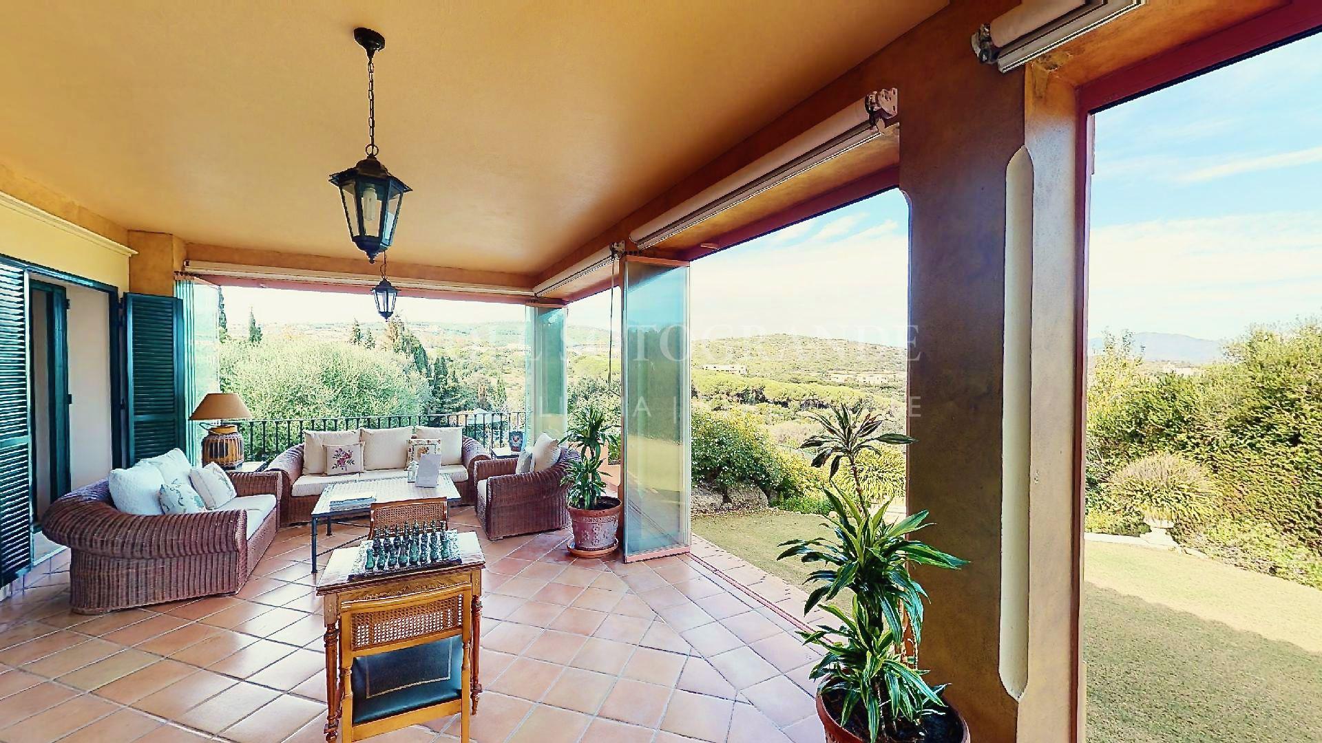 Große Villa im andalusischen Stil in Sotogrande Alto