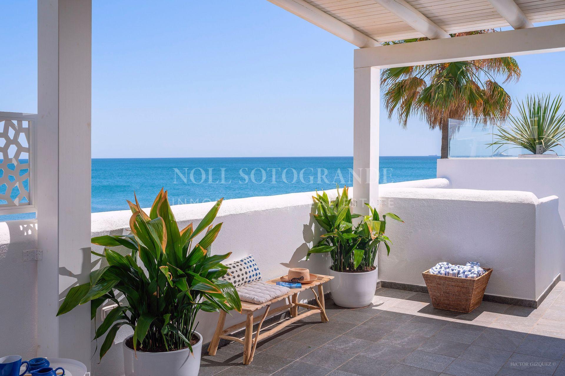 Casa adosada modern en la playa disponible para alquileres a corto plazo durante todo el año