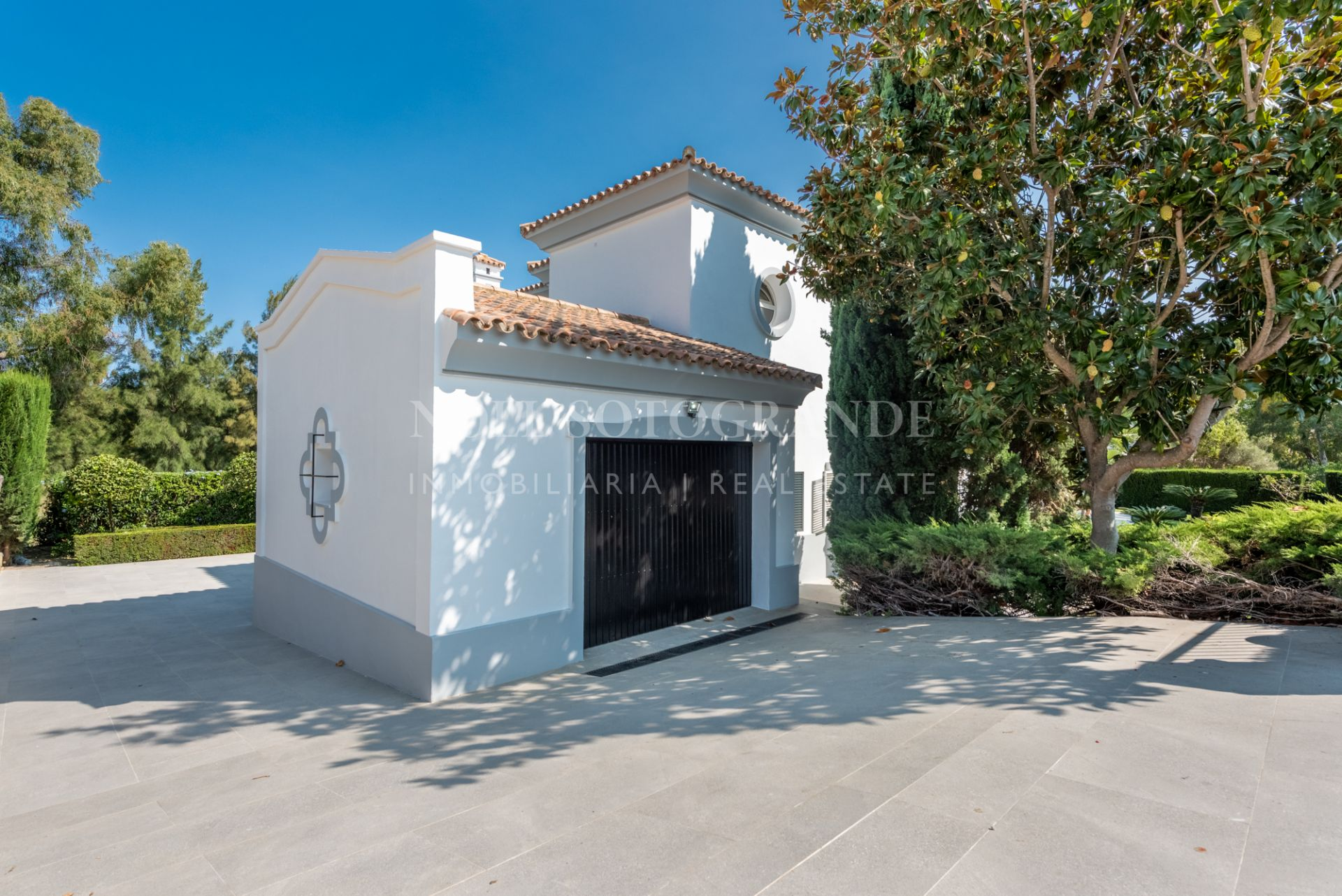 Modern front line golf Villa for sale in Sotogrande Alto