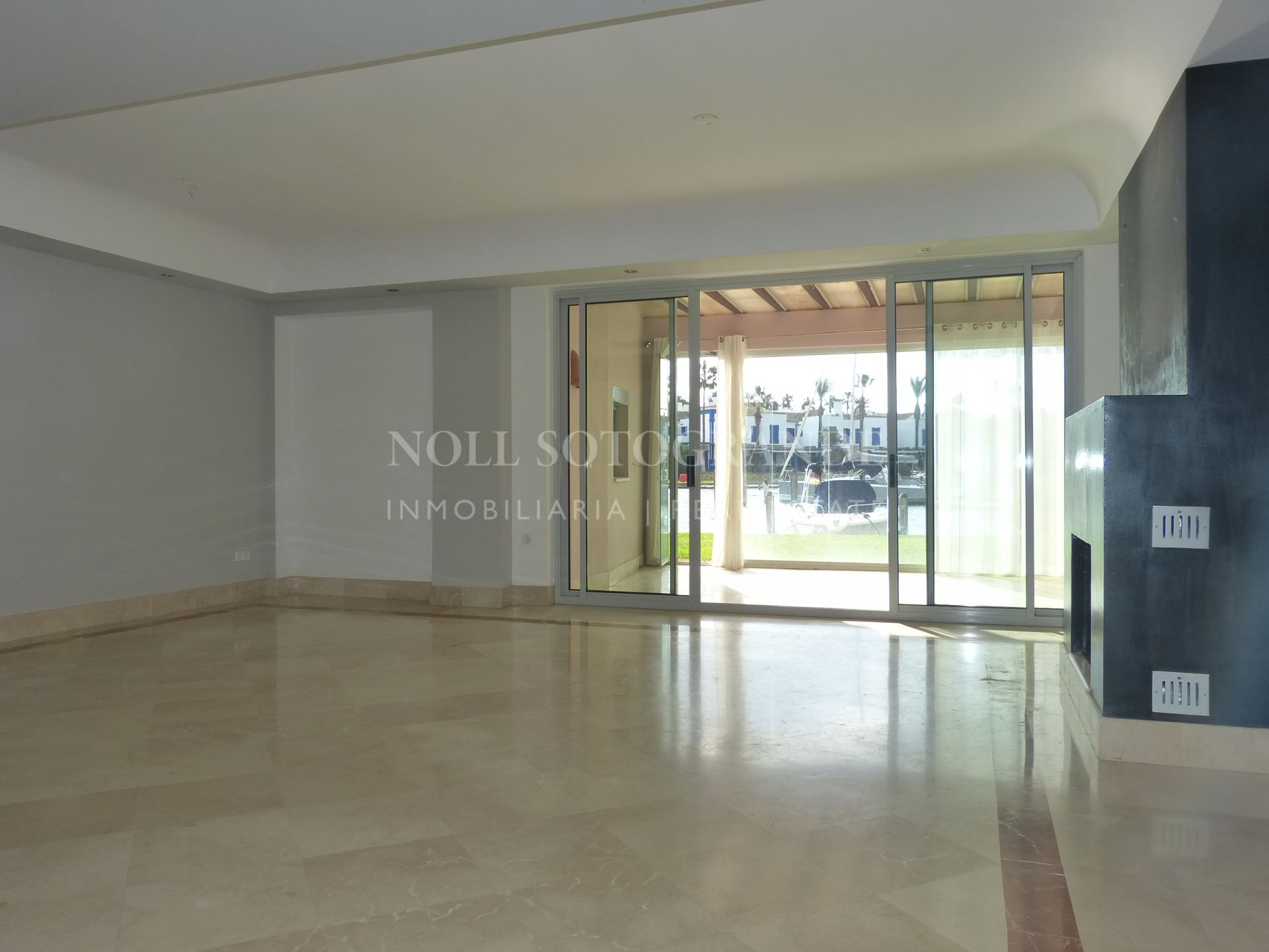 Unfurnished 4 bedroom apartment for rent in Sotogrande Marina