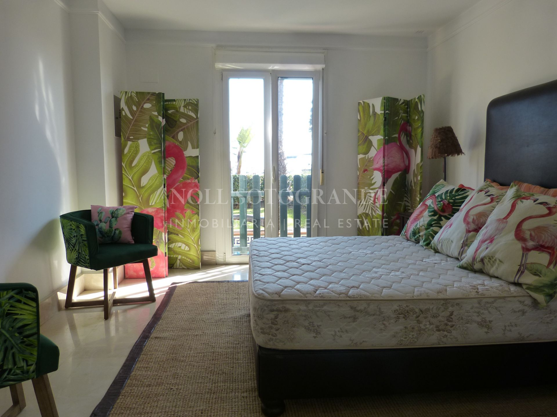 Ground floor Apartment in the Sotogrande Marina with garden and pool