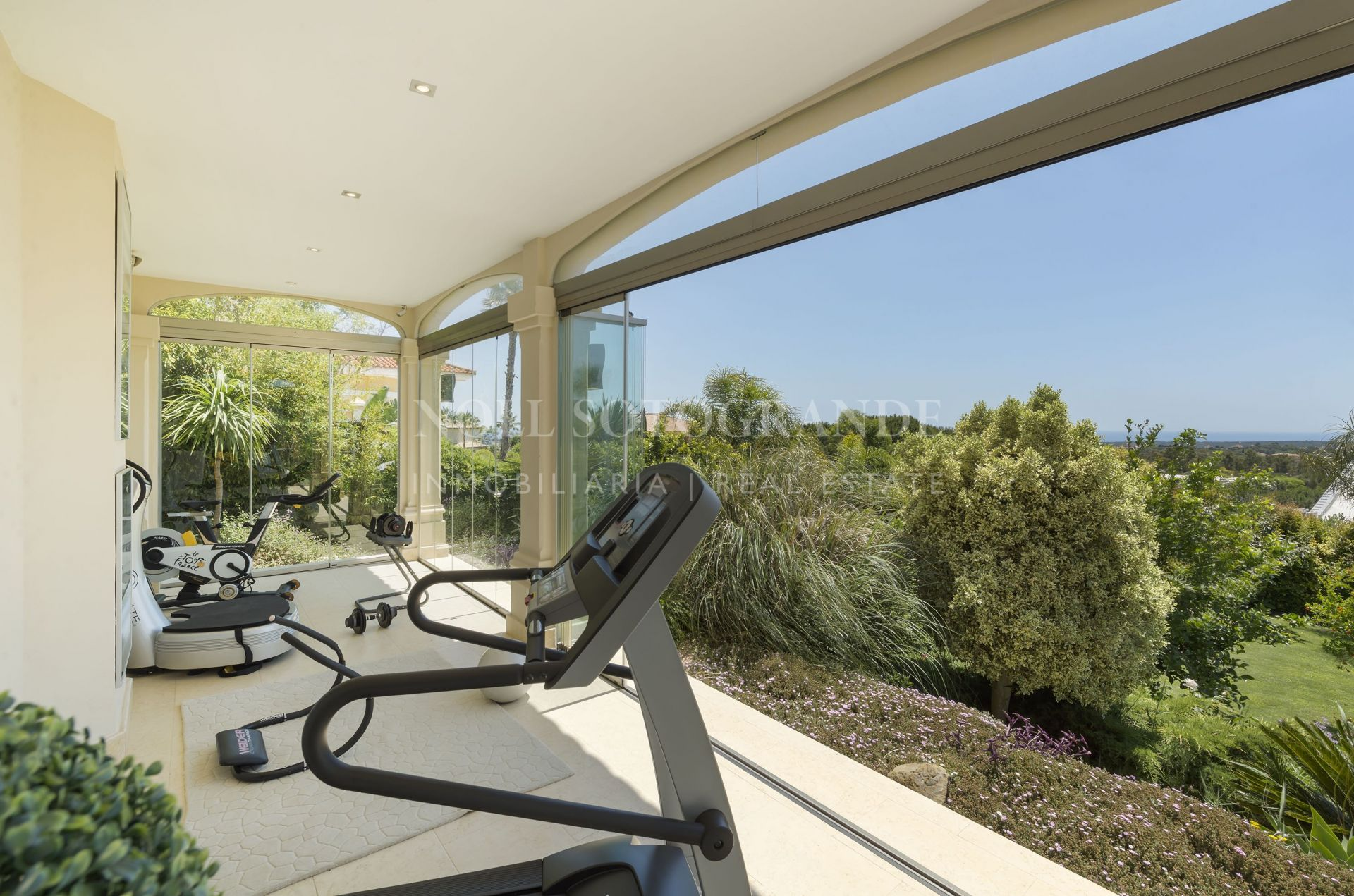 Impressive modern Villa with sea views for sale In Sotogrande Alto