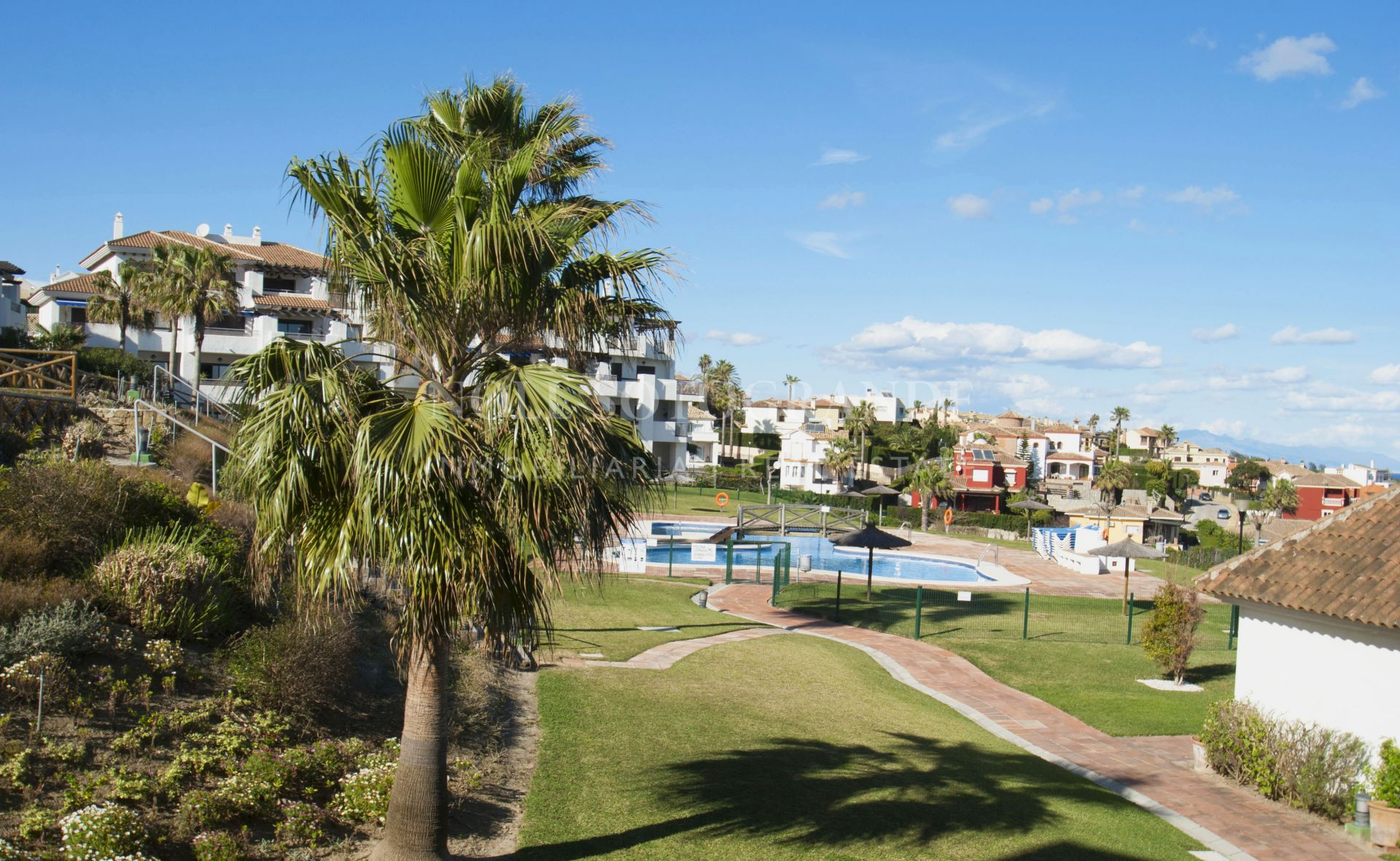Spacious apartment with stunning views in Alcaidesa Village for sale