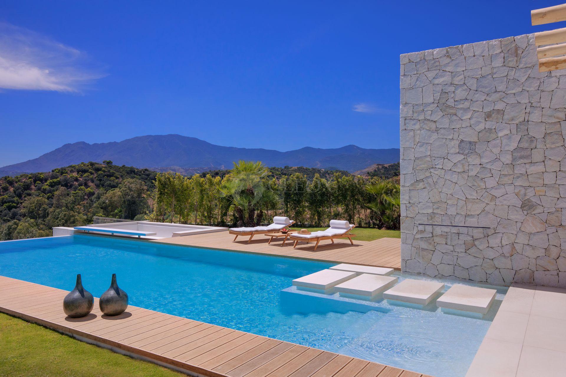 Villa for sale in La Panera, Estepona