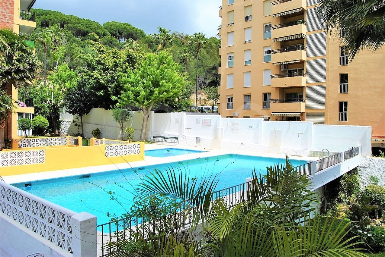 3 BEDROOM APARTMENT IN MARBELLA CENTER SURROUNDED BY SERVICES AND CLOSE TO THE BEACH!