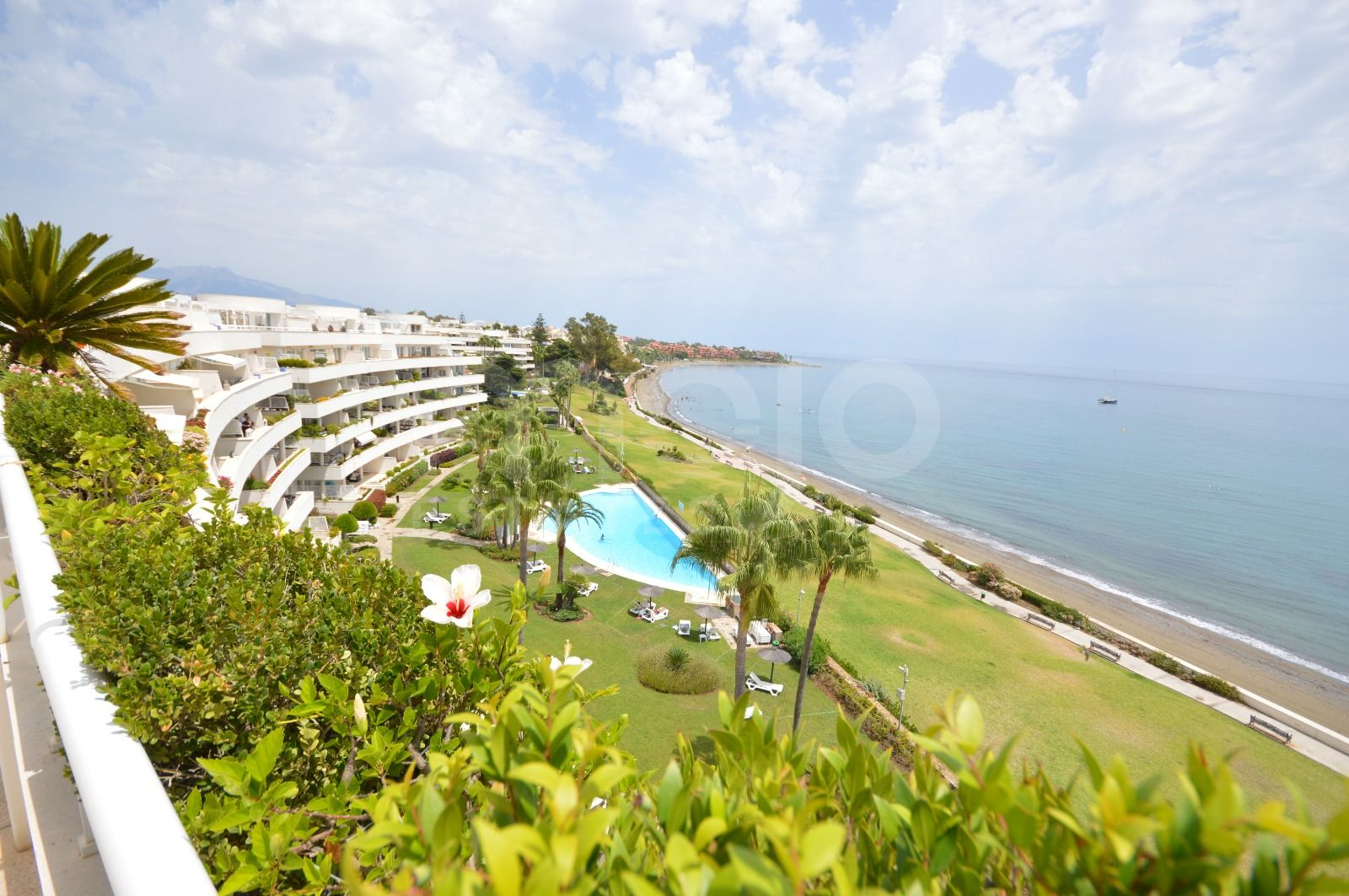 A PRIVATE POOL PENTHOUSE SUITE WITH DIRECT ACCESS TO THE BEACH!