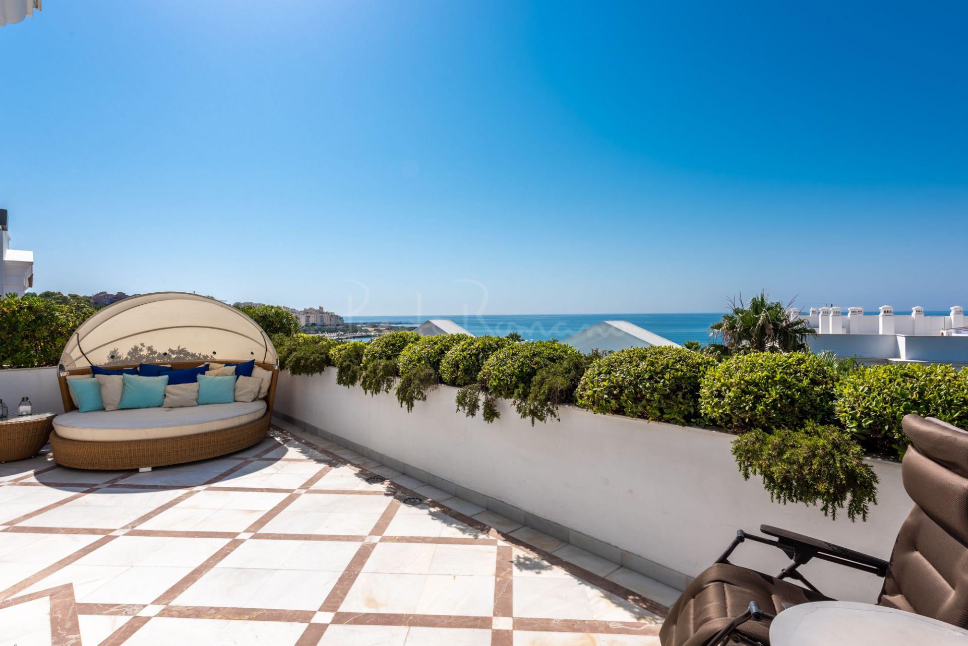 Penthouse in Doncella Beach, Estepona