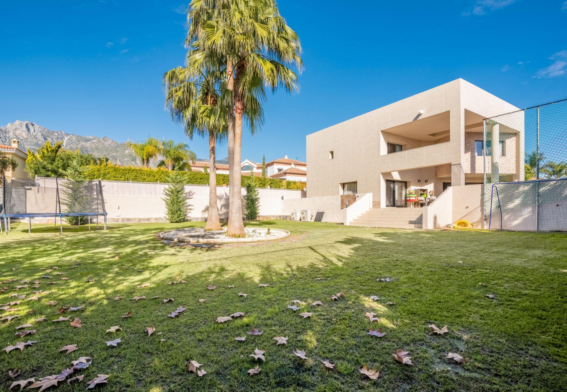 Villa in El Higueral, Marbella