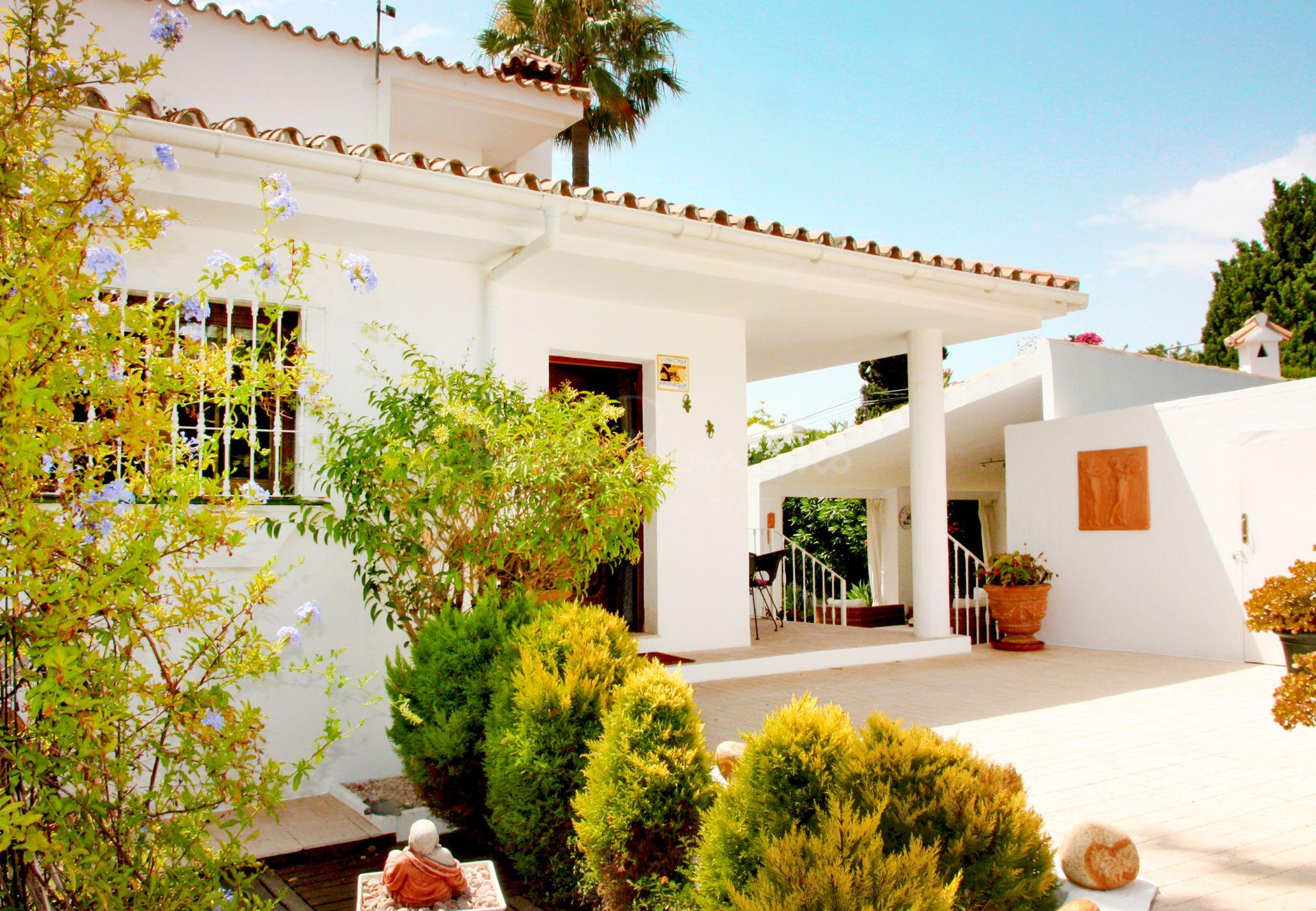 Villa in El Pilar, Estepona