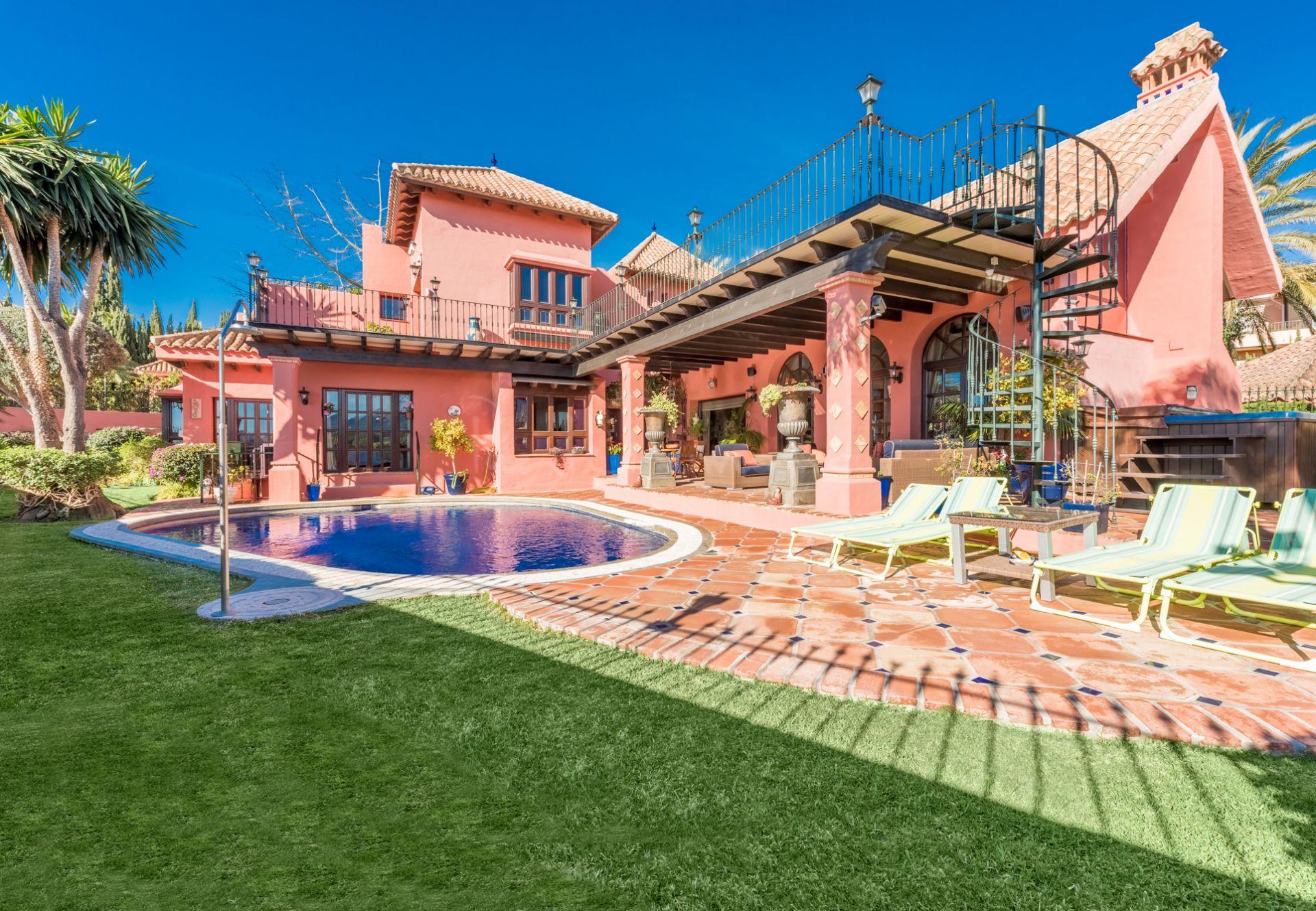 Villa in Las Lomas del Marbella Club, Marbella