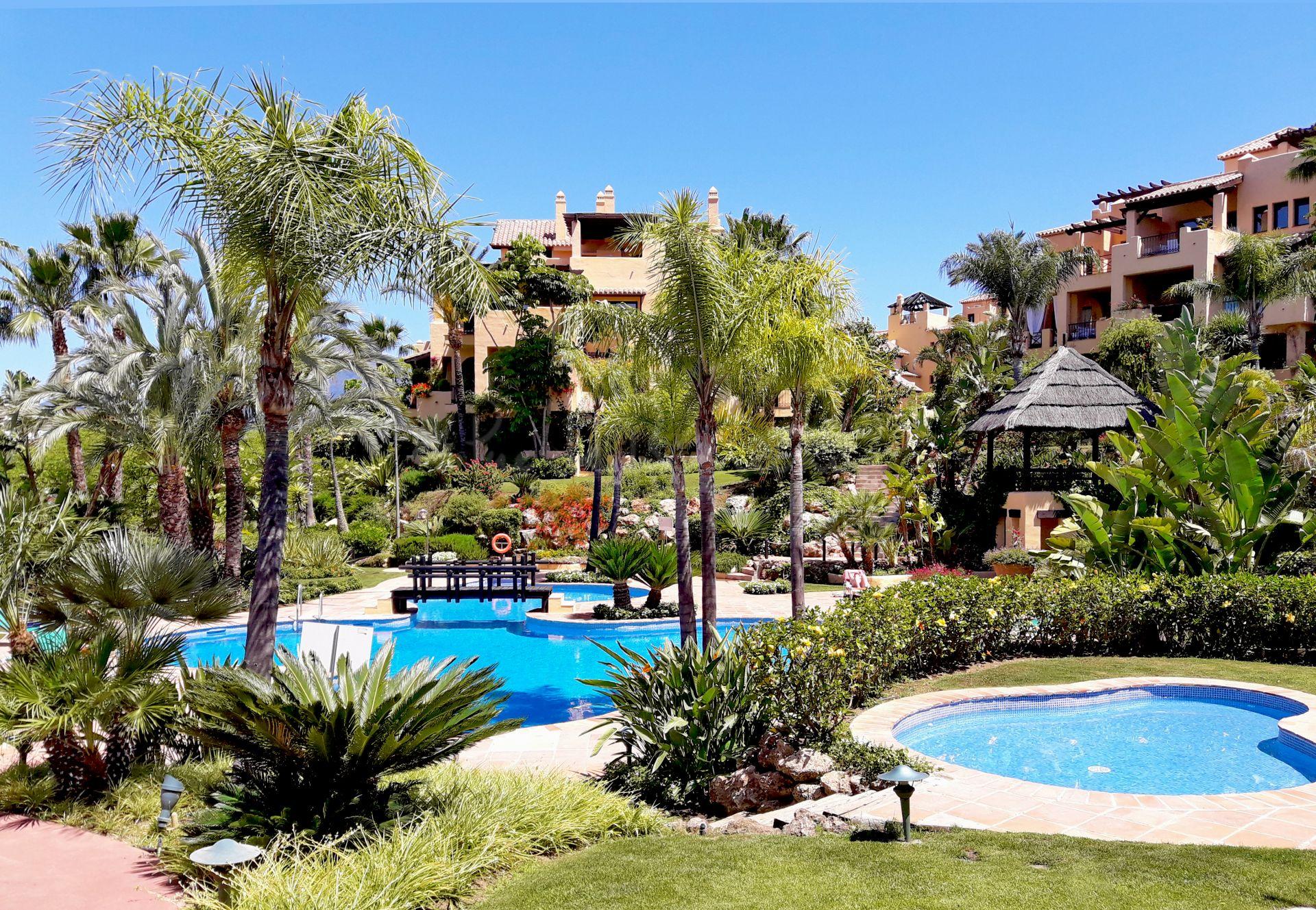 Penthouse in El Campanario, Estepona