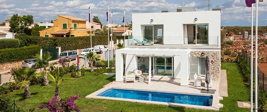 Las Villas de Dalt Sa Rápita, modern and comfortable villas a few minutes from the sea in Mallorca South Coast.