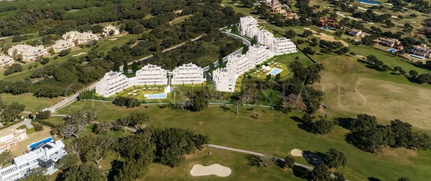 Emerald Greens, mediterranean style apartments and penthouses frontline golf in San Roque Club.